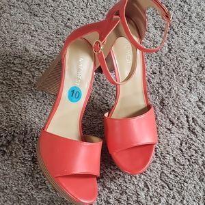 Nine West Coral Sandals w/wooden block heel